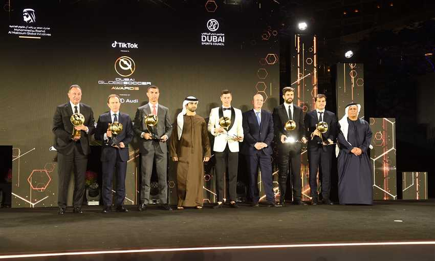 FilGoal   أخبار   الأهلي: تهنئة من وزير الرياضة على جائزة نادي القرن في إفريقيا والأكثر تتويجا بالشرق الأوسط