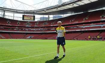 لاعب أرسنال السابق لـ في الجول: كرة القدم بالنسبة لفينجر كانت متعة.. وتلك أفضل ذكرى لي معه